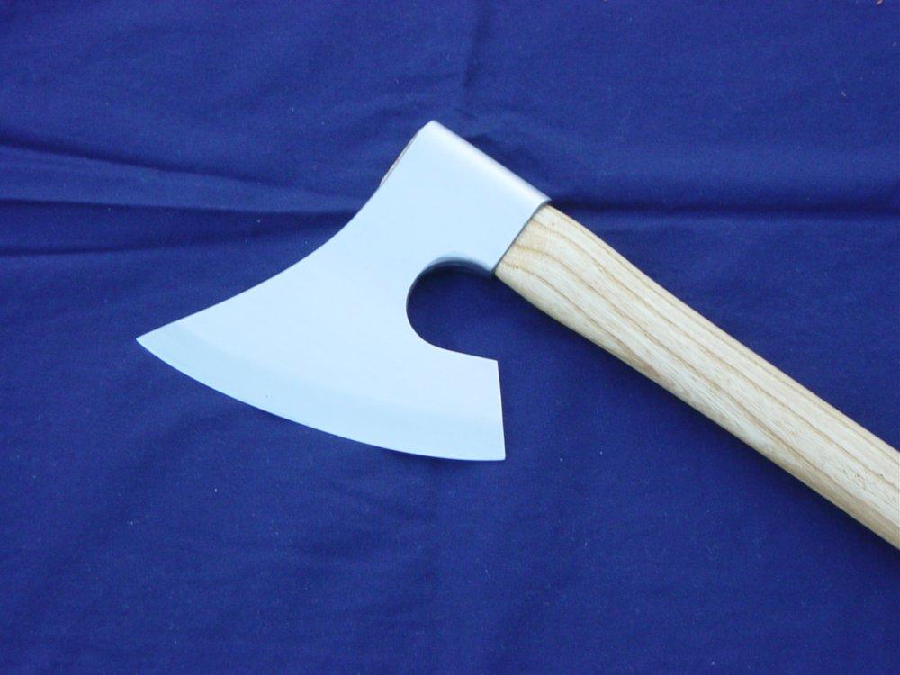 Animi Spear and Danish war axe 010.JPG