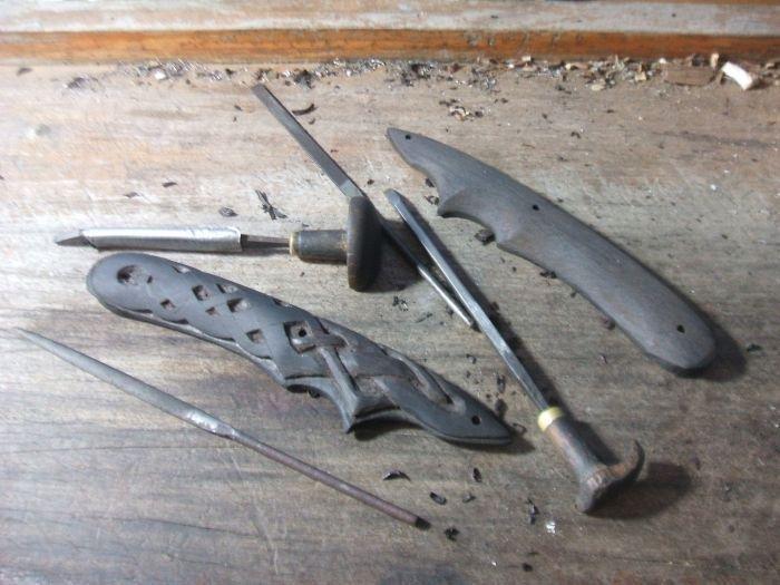 drow short sword carving 1.jpg
