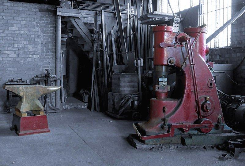 Pilkington power hammer cheap water dispenser