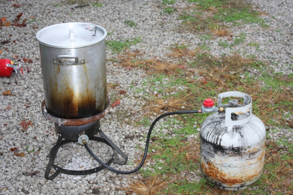 avoid_a_house_fire_when_cooking_with_a_turkey_fryer_this_thanksgiving.jpg