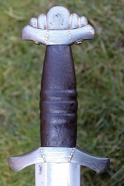 Viking Age sword Petersen type C 3.JPG