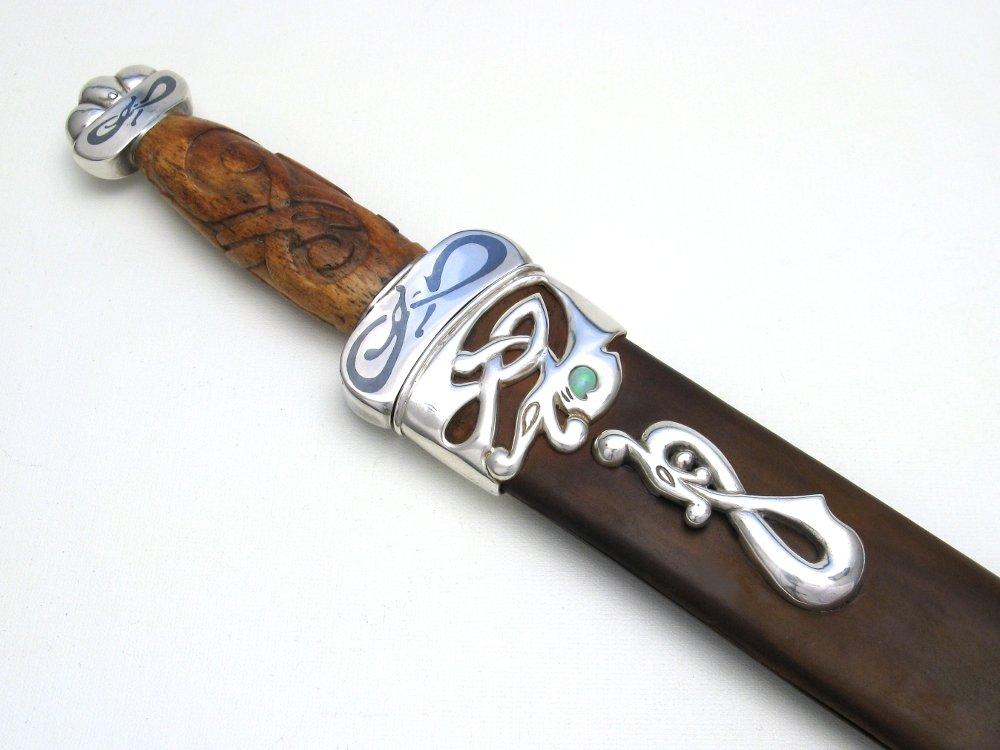 niello.dagger.hilt.front.jpg