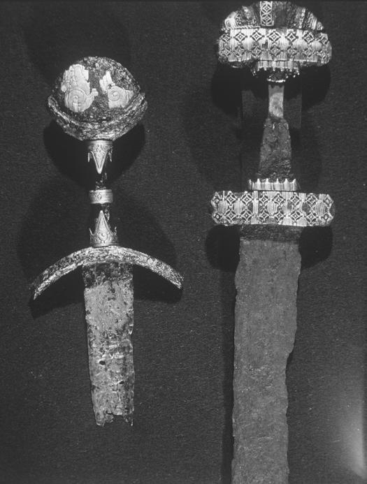viking_period_iron_swords_from_jutland_moesgard_museum_denmark_1_856.jpg